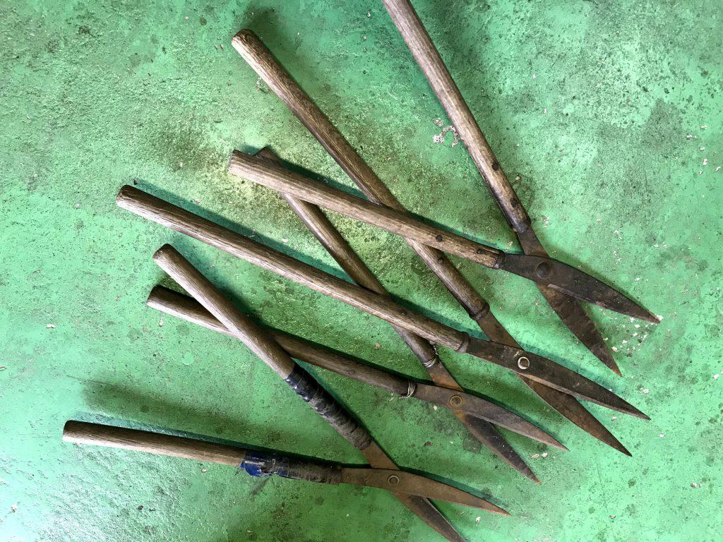 修理 刈込鋏の柄の交換 柄の取り外し作業